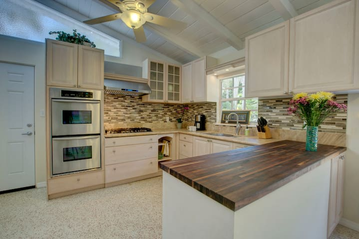 Adorable Siesta Key Canopy Lane Florida Bungalow - Siesta Key - House