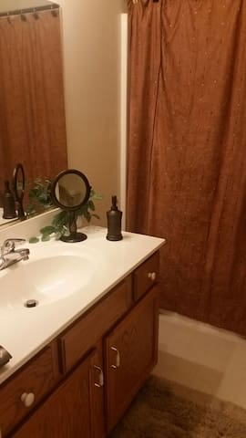 Share bathroom with other guest
