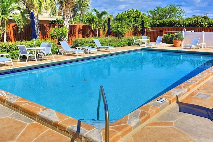 2BR Townhouse in beautiful Ocean Cove w/pool !