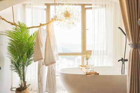 【OneDay】⑦ 巨幕+浴缸丨 花果园中央商务区,超大落地观景窗,近花果园购物中心,白宫