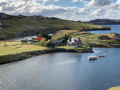 Cosy cottage on the shores of Loch Erisort