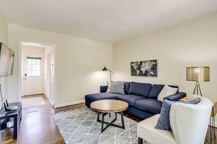 OLD TOWN | 3 lvl 2Br | 1 Block To Train| King Bed|
