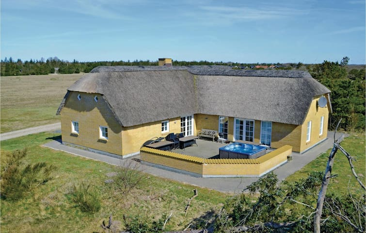 Holiday cottage with 6 bedrooms on 200m² in Skjern