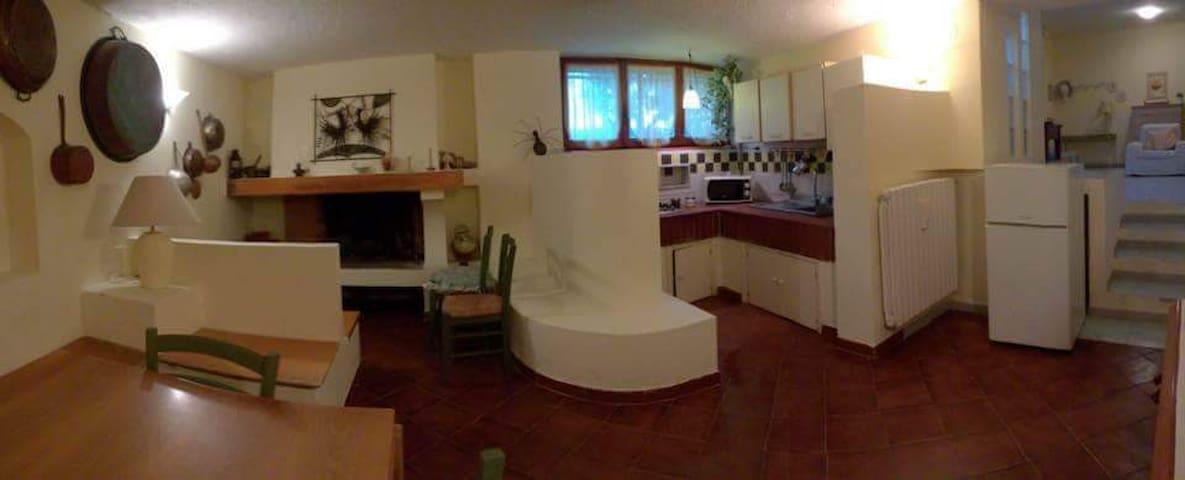 Casa Vacanza Villa Carol 5 km dal mare  in collina - Tollo - Huoneisto