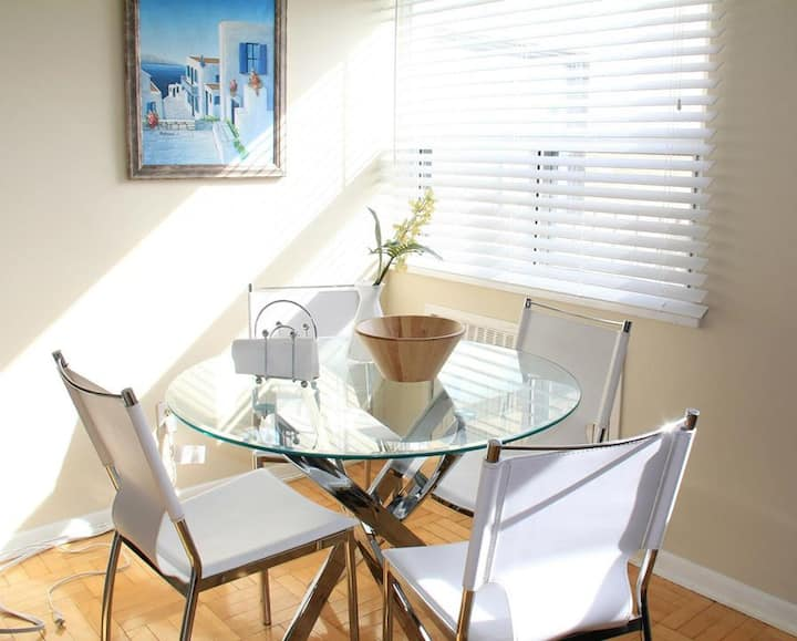 Specious 1 bedroom close to yonge and eglinton