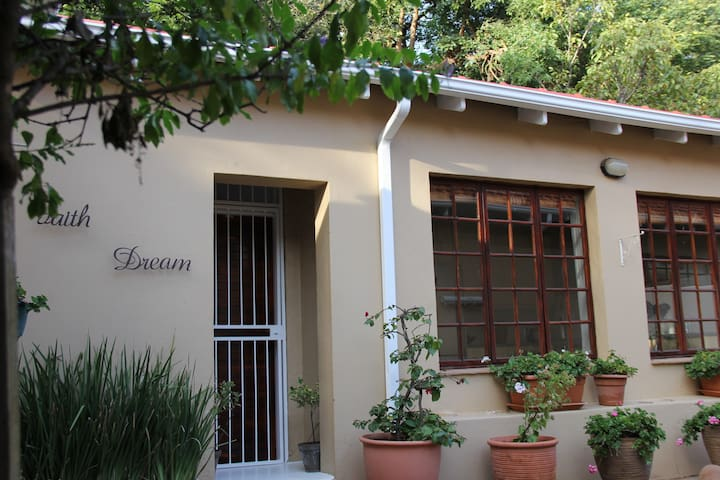 Tree House cottage two - Johannesburg - Appartement