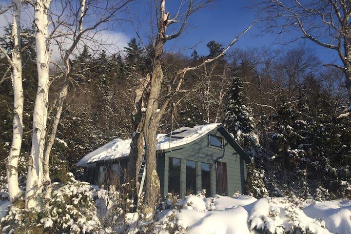 ZEN LAURENTIAN LAKE HOUSE -OFF THE GRID