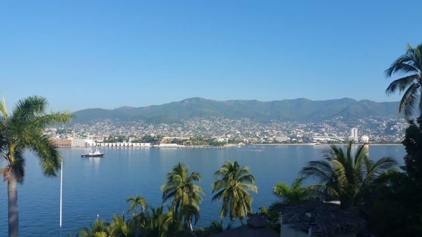 Villa en Acapulco tradicional, con muelle privado.