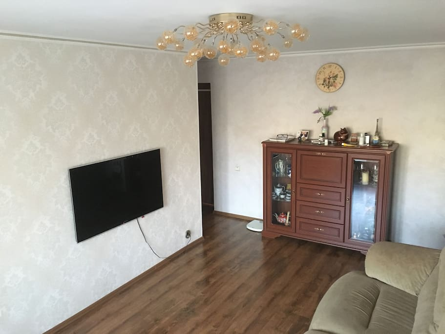Livingroom/Hall with double sofa-bed, commode, TV, access to a balcony
