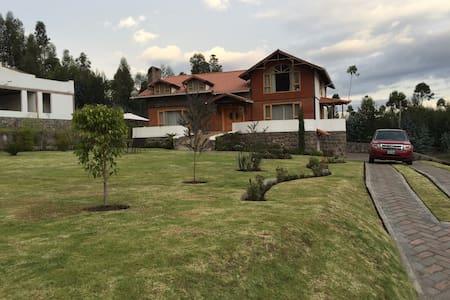 Beautiful home with Chimborazo Mountain View! - Guano