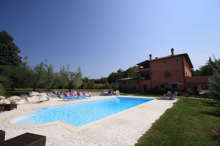 Charming villa with large garden, loggias and pool - Arezzo - Casa de campo