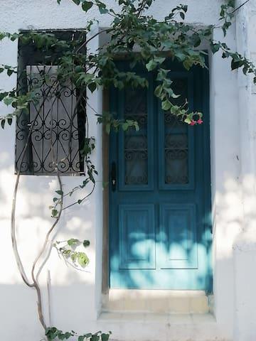 La porte bleue de Menara