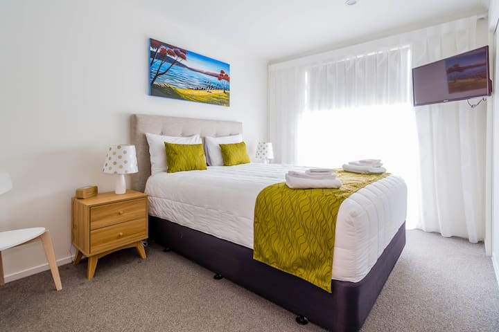 Bedroom with En-suite in New Apartment City Center