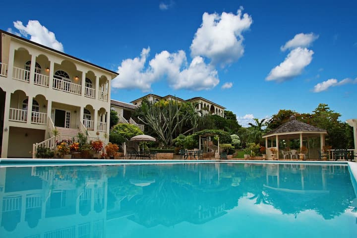 COOL RUNNINGS VILLA! LARGE POOL! FULLY STAFFED! GATED SECURE!  Thomas House- 5