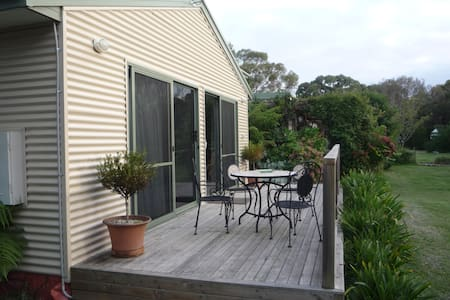 CASTAGNI COTTAGE AND BED AND  BREAKFAST - Shearwater