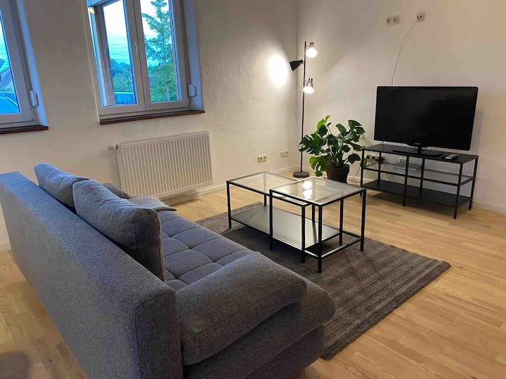 Gemütliche Wohnung mit Holzofen und Terrasse