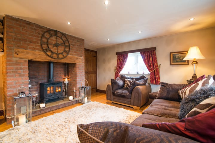 Entire Luxury Cottage - Cheshire