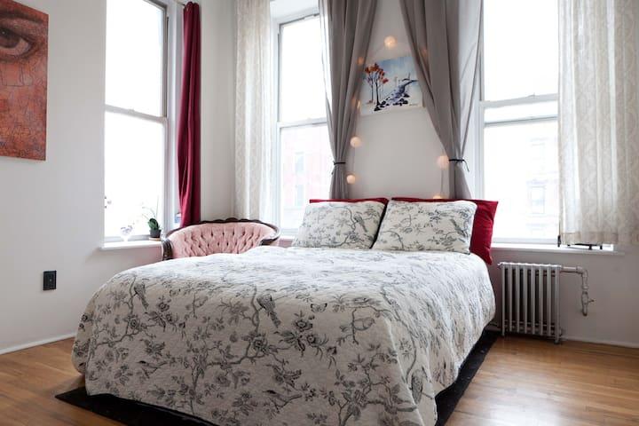 Bright, Serene Room in Artist's Apt - Nova York - Pis