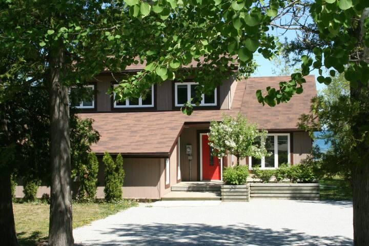 Bay Estates All-Season Beach House