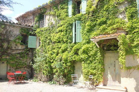 Big house of village provencale for 6/8 people