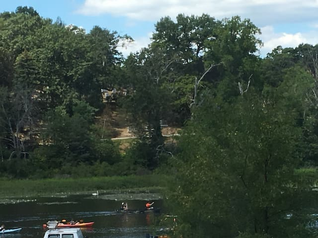 Waltham studio apartment overlooking Charles River - วาวแฮม - อพาร์ทเมนท์