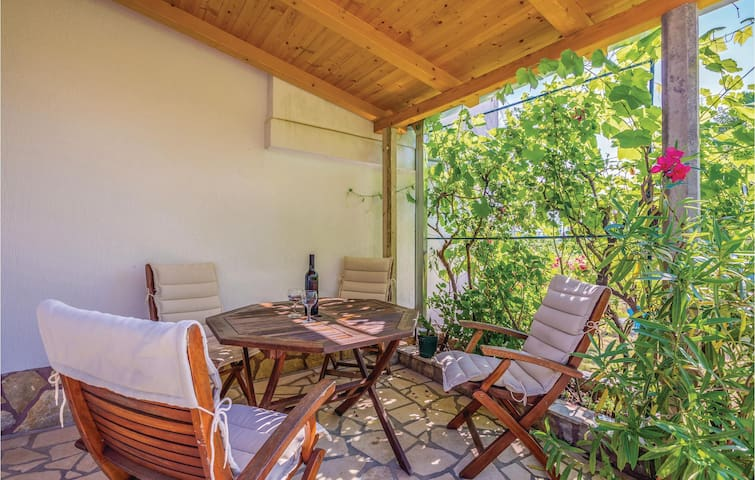 Holiday apartment with 2 bedrooms on 50m² in Malinska