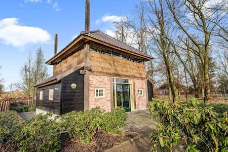 Luxe vakantiehuis in het Brabantse dorpje Zeeland met tuin