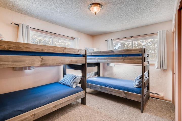 2 sets of bunk beds http://PeakviewCabin.com