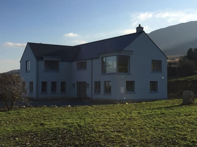 Spacious 4 Bed House Panoramic View Over Clew Bay - Westport - House