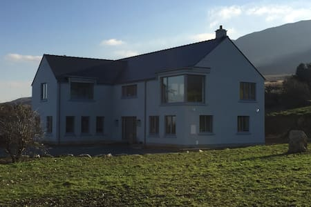 Spacious 4 Bed House Panoramic View Over Clew Bay - Вестпорт - Дом