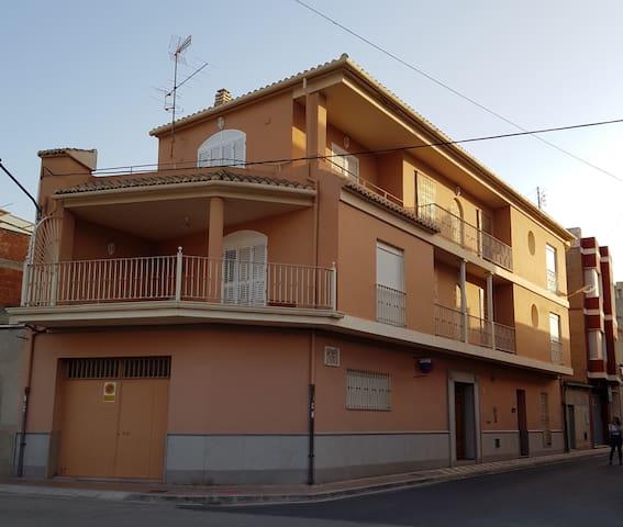 Ca Colau. Casa completa cerca del mar y montaña.