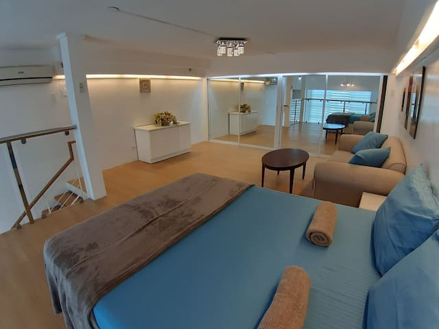 Elegant Mountainview Loft accessible to eveything