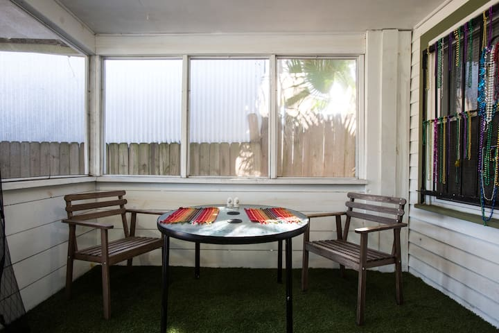 Private Apartment w Tiki Bar and Enclosed Porch!