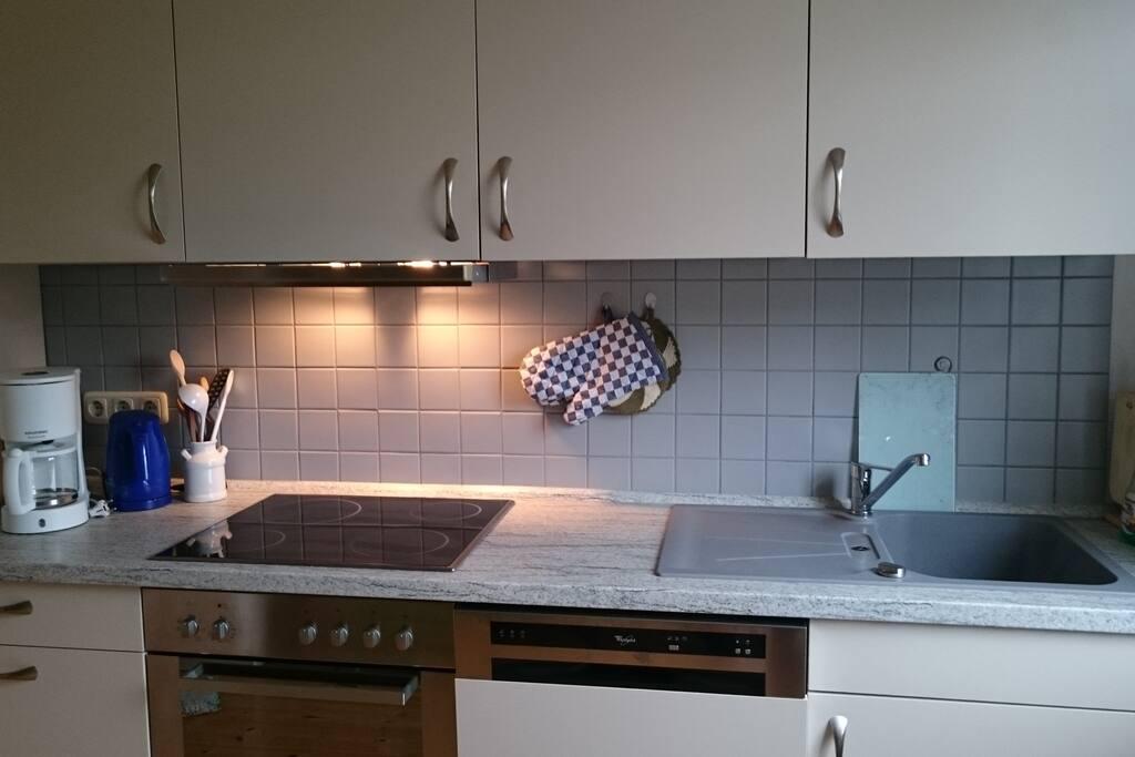 sehr gut ausgestattete Küche, inkl. Geschirrspüler