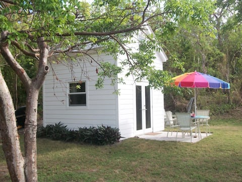 Tiny House Bayfront, 2 acres, Private Beach Area