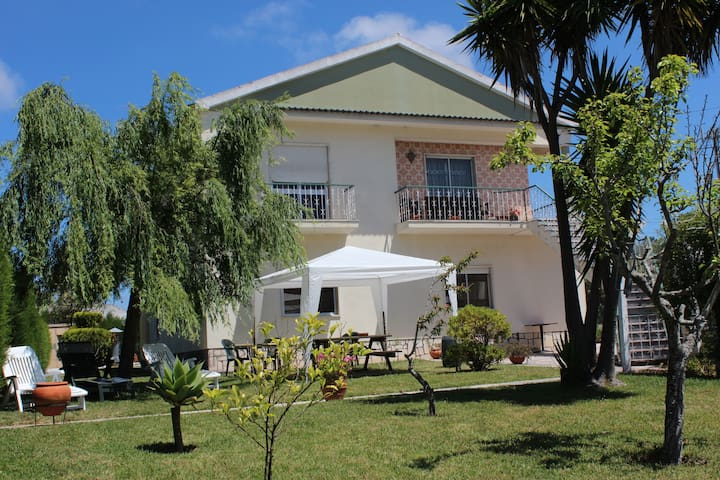 Guesthome - Ericeira - Bed & Breakfast