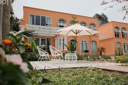 1001 Lakeside Villas Ba Vì for 18-20pax. Morocco