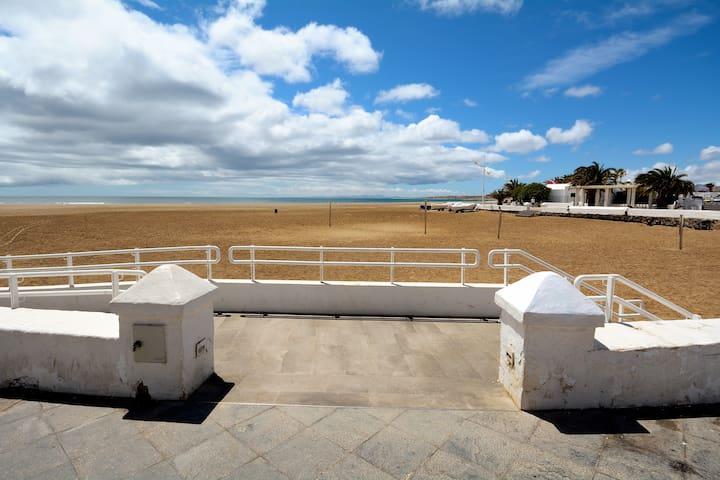 Jarenal Close to Playa de Guacimeta Wifi Terrace
