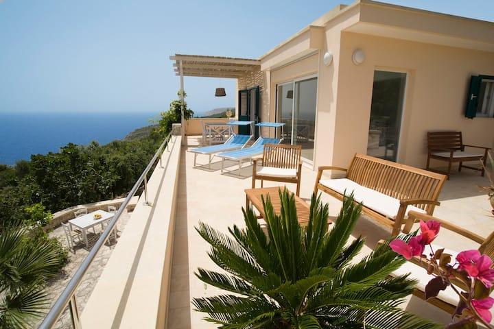 Villa le Terrazze, beautiful villa near the sea