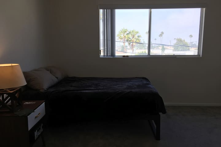 Top floor Apartment GORGEOUS VIEWS Master bdrm
