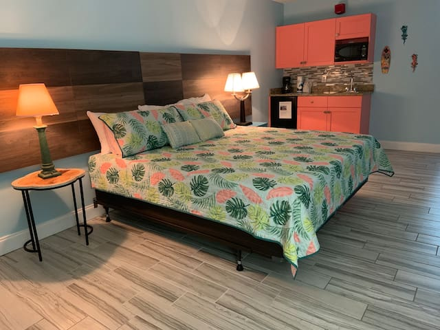 New KiNG  size bed...great for a romantic getaway or just a place to relax and breathe a bit!