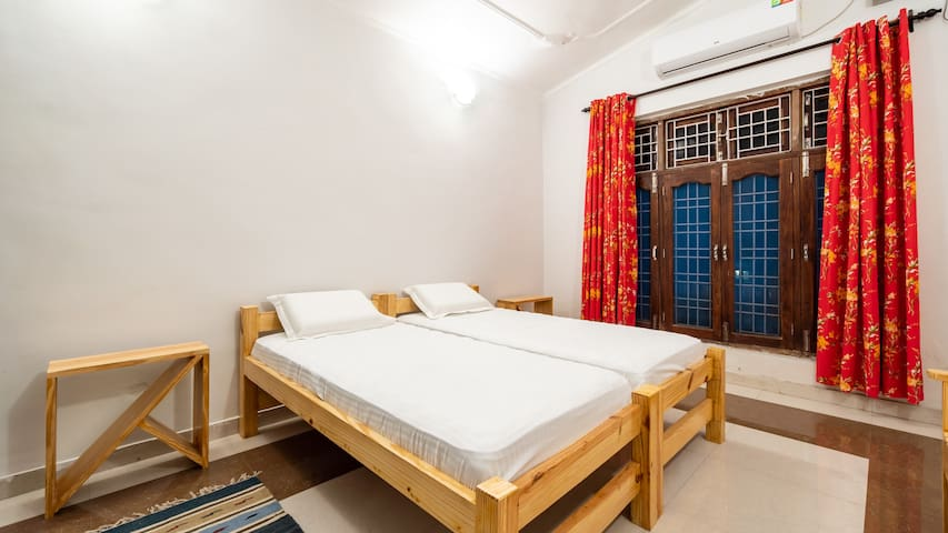Parakeet Room | Budget home stay in Nainital