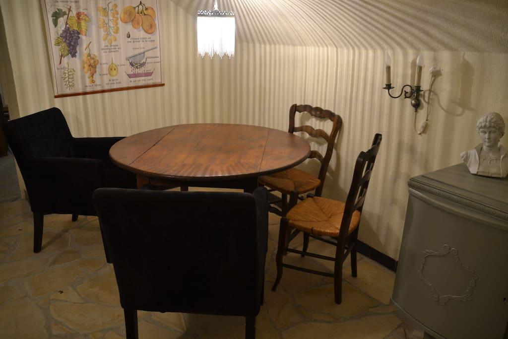 Eethoek met 2 comfortabele fauteuils
