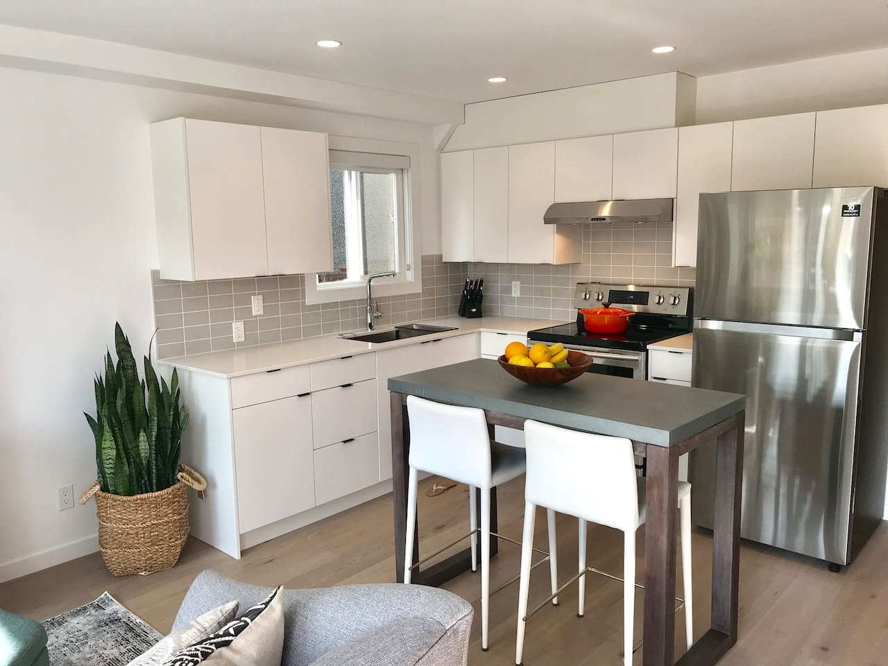 Our kitchen is fully equipped if you decide to eat in. There is also a coffee maker and microwave for quick easy meals, but we are spoiled with many great restaurants nearby.
