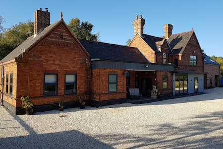 The Stables, secluded Station House, nr Selby
