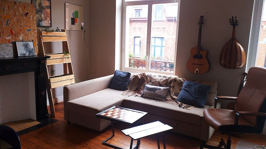 Flat between the ponds of Ixelles and Flagey.