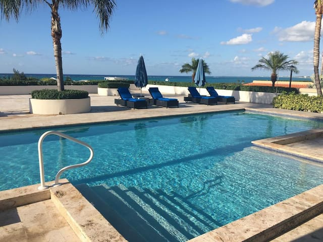 Poolside Ocean view suiteLa Vista Azul - Providenciales and West Caicos