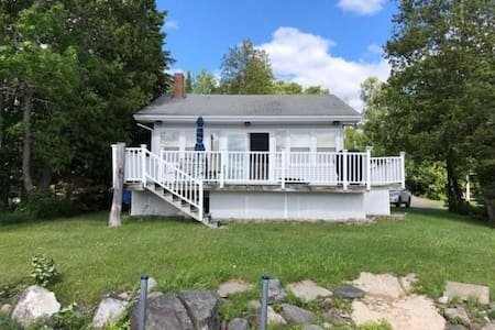 Cozy Cottage on Portage Lake, great for sledders