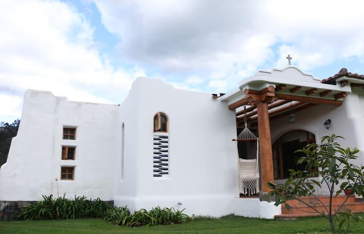Dormitorio independiente Ruta de los volcanes.