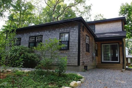 A family-friendly 4-bedroom Woods Hole Retreat